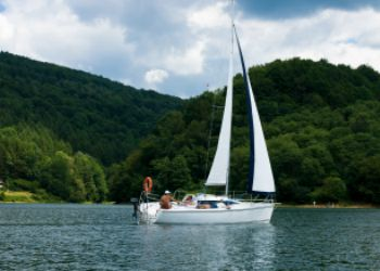 101 Screen Free Gifts for Teens - Sailing Lessons