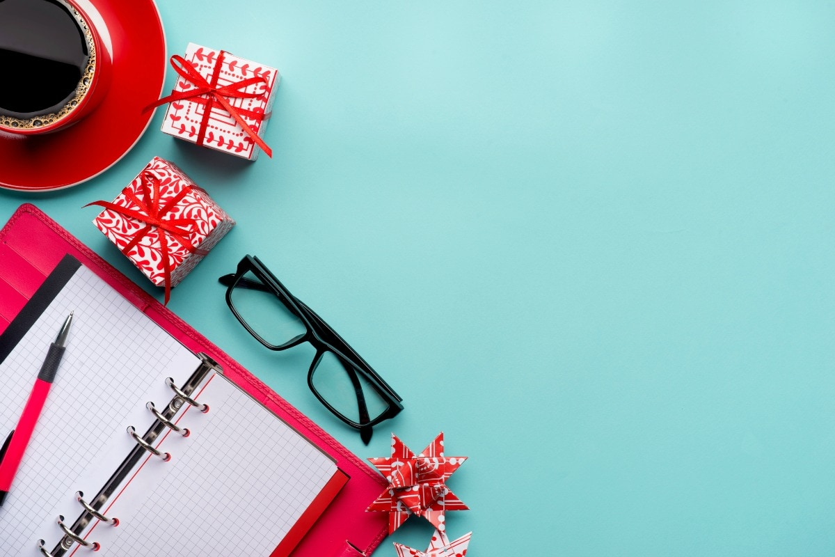 20 Gift Ideas for Your Employees at Christmas - Unique Gifter