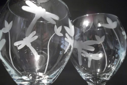 This gift ideas for dragonfly lovers would be perfect for someone who loves wine!