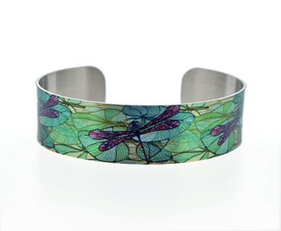 This gift ideas for dragonfly lovers is a beautiful one.