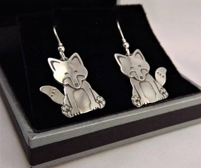 Gift ideas for fox lovers include these cute earrings for sure!