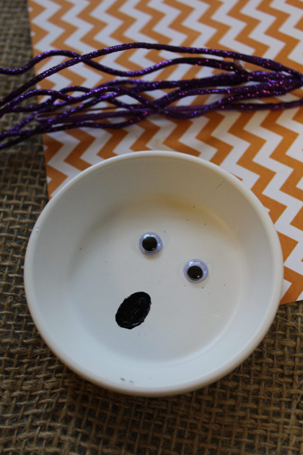 DIY Ghost Plate | Halloween Decoration | Easy Halloween Decor | Easy Halloween Craft | Ghost Craft For Adults | Ghost Craft For Kids | Simple Halloween Project | Halloween Art | #halloween #unique #ghost #halloweencraft #halloweenart
