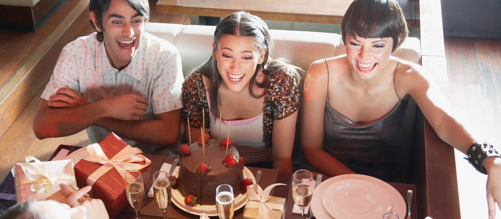 How to Throw a Surprise Party in a Bar or Restaurant