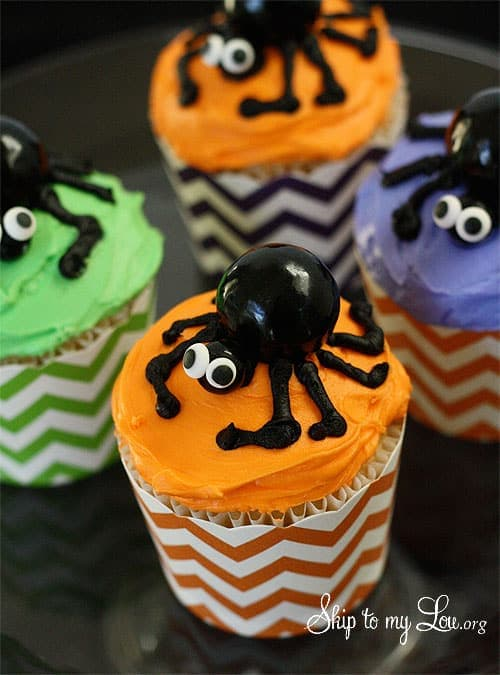 Best Ever Spider Cupcakes in 4 Easy Steps