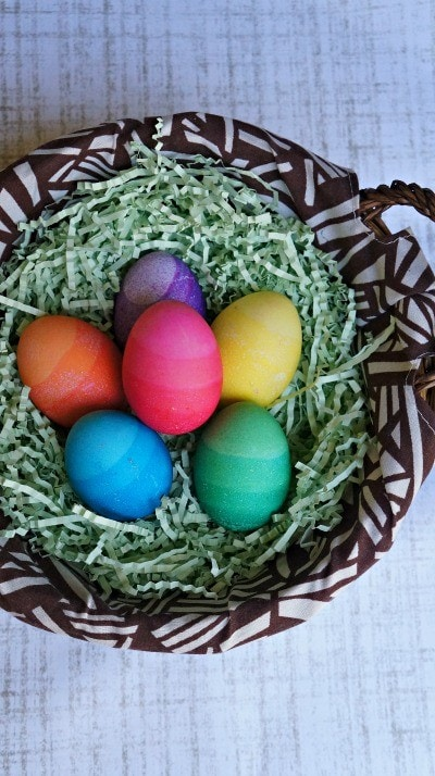 Learn How to Make DIY Dyed Ombre Easter Eggs – These Are So Cool!