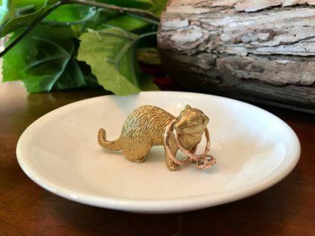Ferret shaped ring holder