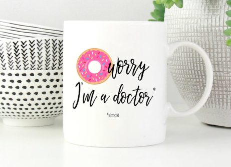 """""""[donut] worry, I'm a doctor"""" Mug"""