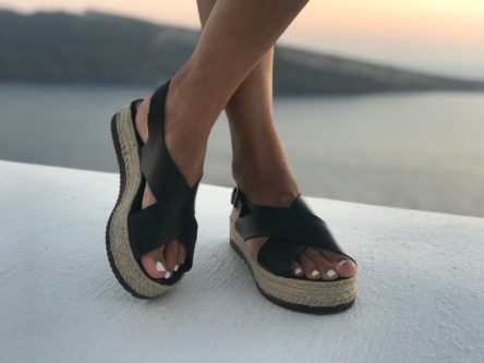 Black leather sandals for vacations