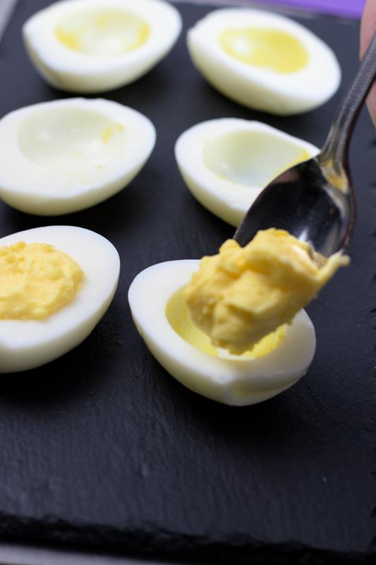 devilled eggs for Halloween tret